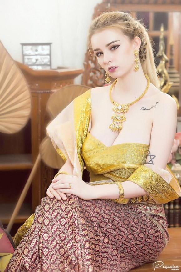 Nữ thần 18 tuổi thái lan gây tranh cãi khi mặc đồ truyền thống - 4
