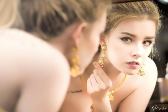 Nữ thần 18 tuổi thái lan gây tranh cãi khi mặc đồ truyền thống - 5