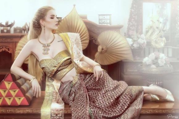 Nữ thần 18 tuổi thái lan gây tranh cãi khi mặc đồ truyền thống - 7