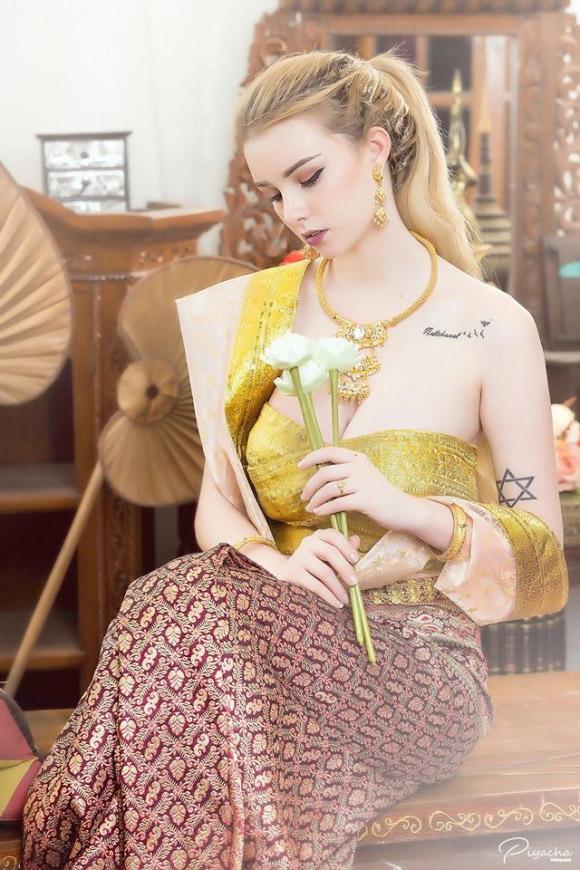 Nữ thần 18 tuổi thái lan gây tranh cãi khi mặc đồ truyền thống - 9