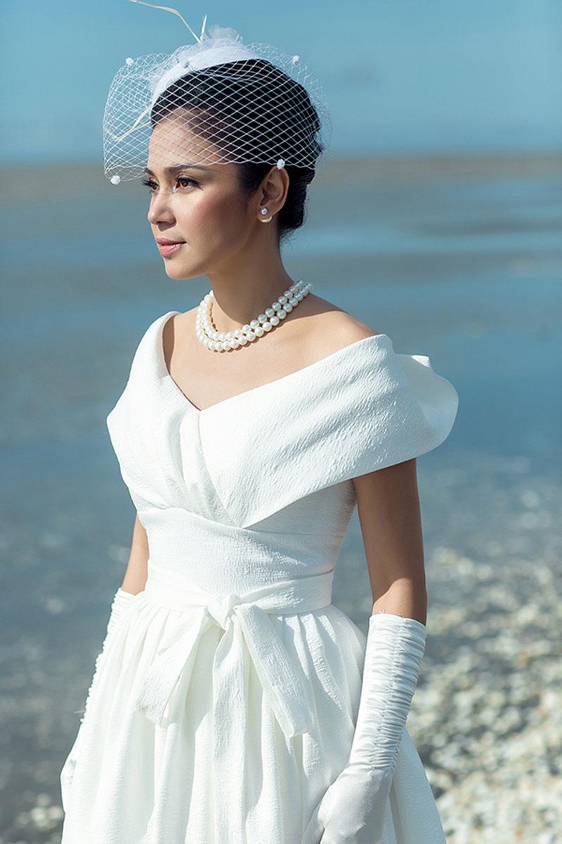 Sao mặc đẹp tuần việt trinh quá trẻ đẹp ở tuổi u50 khi hóa cô dâu với váy cổ điển - 1