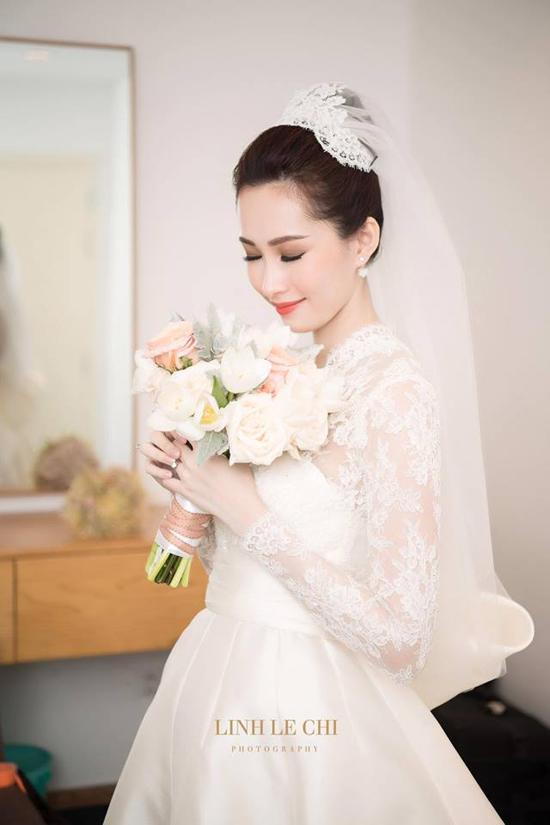 Sao mặc đẹp tuần việt trinh quá trẻ đẹp ở tuổi u50 khi hóa cô dâu với váy cổ điển - 2