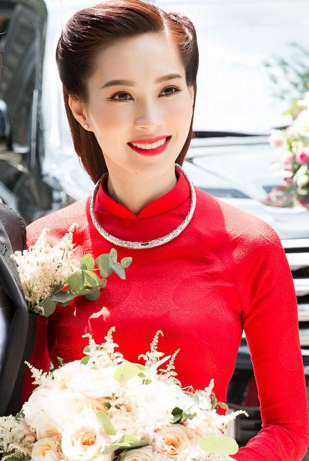 Sao mặc đẹp tuần việt trinh quá trẻ đẹp ở tuổi u50 khi hóa cô dâu với váy cổ điển - 4