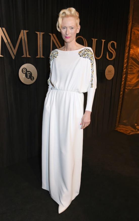 Sao mặc đẹp tuần việt trinh quá trẻ đẹp ở tuổi u50 khi hóa cô dâu với váy cổ điển - 14