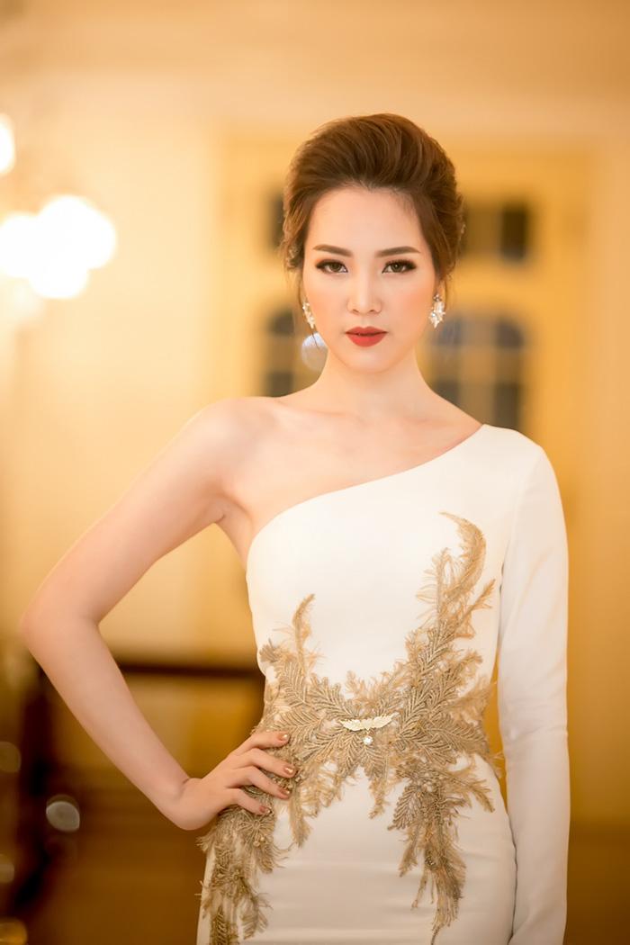 Thời trang sao đẹp tuần nữ hoàng sắc đẹp ngọc duyên tái xuất khiến fan thẫn thờ - 1