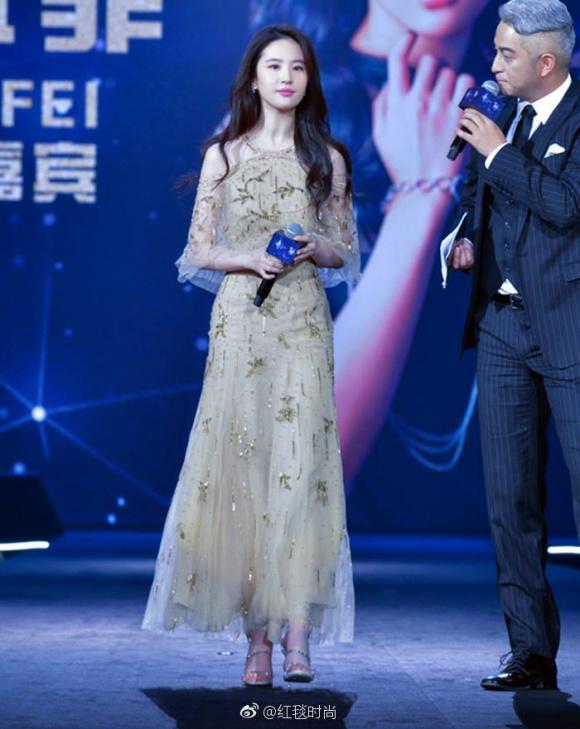 Thời trang sao đẹp tuần nữ hoàng sắc đẹp ngọc duyên tái xuất khiến fan thẫn thờ - 11