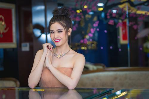 Trương quỳnh anh xinh đẹp kiều diễm với bộ trang sức tiền tỷ - 2