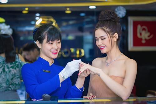 Trương quỳnh anh xinh đẹp kiều diễm với bộ trang sức tiền tỷ - 3
