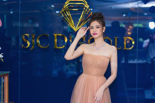 Trương quỳnh anh xinh đẹp kiều diễm với bộ trang sức tiền tỷ - 4