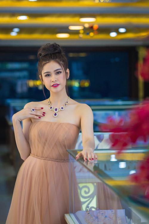 Trương quỳnh anh xinh đẹp kiều diễm với bộ trang sức tiền tỷ - 5