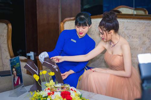 Trương quỳnh anh xinh đẹp kiều diễm với bộ trang sức tiền tỷ - 6