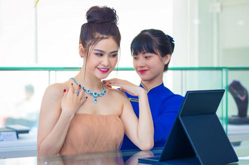 Trương quỳnh anh xinh đẹp kiều diễm với bộ trang sức tiền tỷ - 8