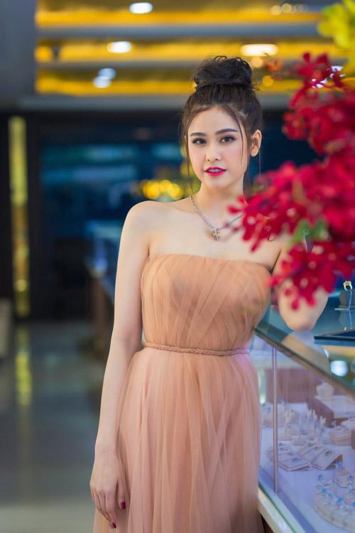 Trương quỳnh anh xinh đẹp kiều diễm với bộ trang sức tiền tỷ - 9