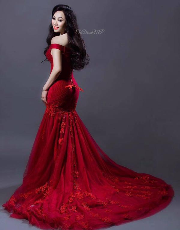 Hoa hậu doanh nhân chi đoàn khoe dáng quyến rũ kiêu sa với đầm dạ hội - 1