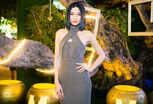 Hot girl kelly gây sững sờ vì váy áo phóng khoáng - 14