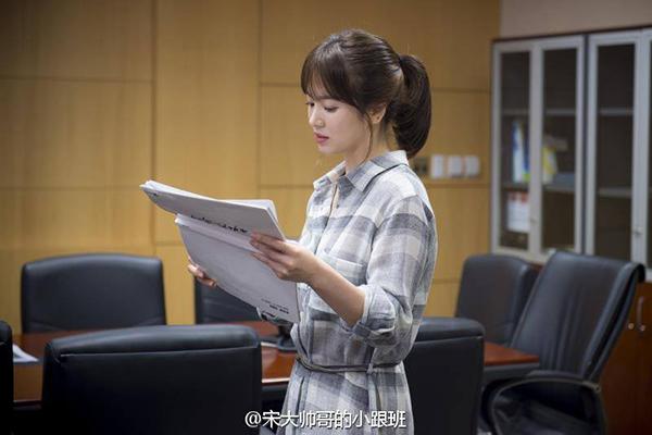 Bóc giá váy áo song hye kyo trong hậu duệ mặt trời - 1
