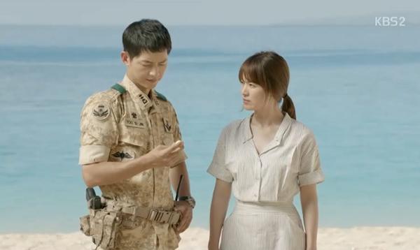 Bóc giá váy áo song hye kyo trong hậu duệ mặt trời - 3