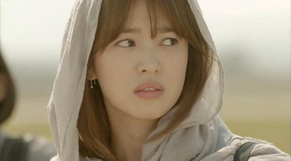 Bóc giá váy áo song hye kyo trong hậu duệ mặt trời - 8