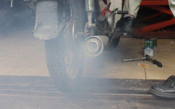 Những dấu hiệu nhận biết dưới đây sẽ cho thấy xe máy của bạn đã bị tốn xăng - 2