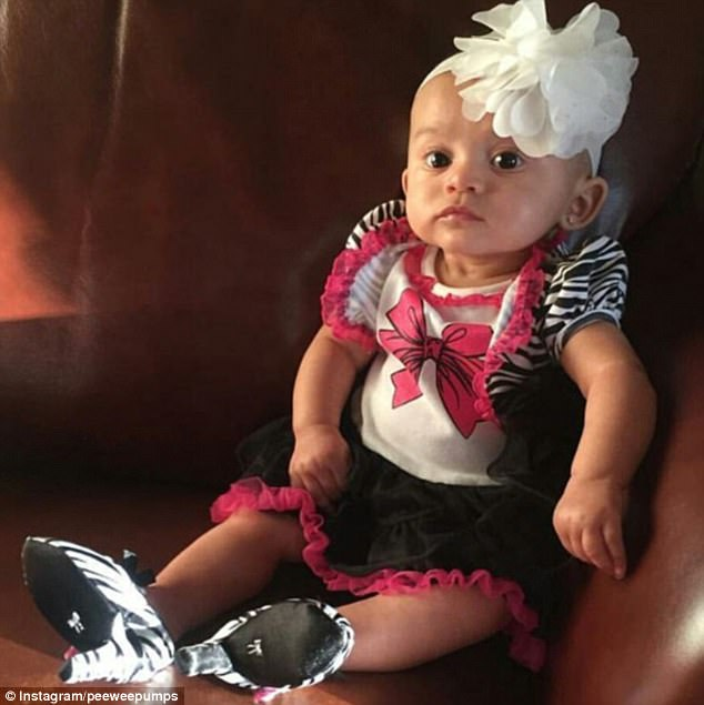Sản xuất giày cao gót cho trẻ sơ sinh hãng thời trang bị mẹ bỉm sữa lên án dữ dội - 2
