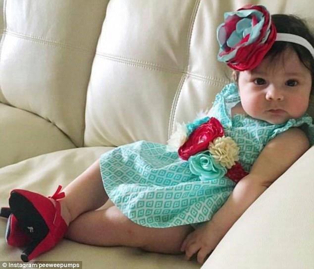 Sản xuất giày cao gót cho trẻ sơ sinh hãng thời trang bị mẹ bỉm sữa lên án dữ dội - 3