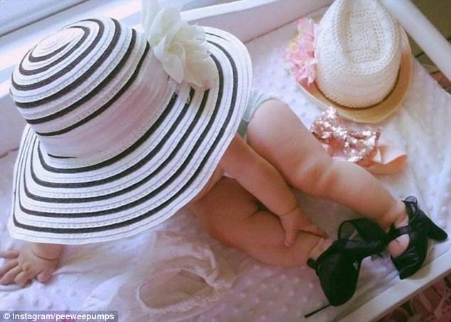 Sản xuất giày cao gót cho trẻ sơ sinh hãng thời trang bị mẹ bỉm sữa lên án dữ dội - 6