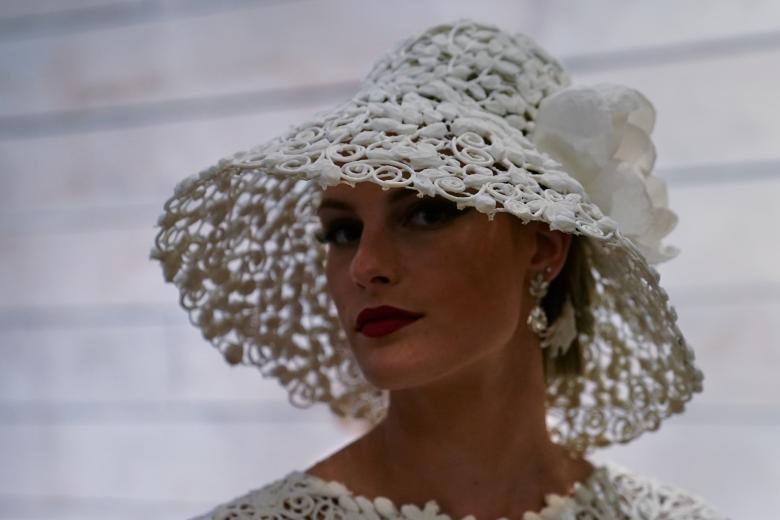 Váy cưới làm từ giấy vệ sinh gây sửng sốt vì quá đẹp quá sang - 2