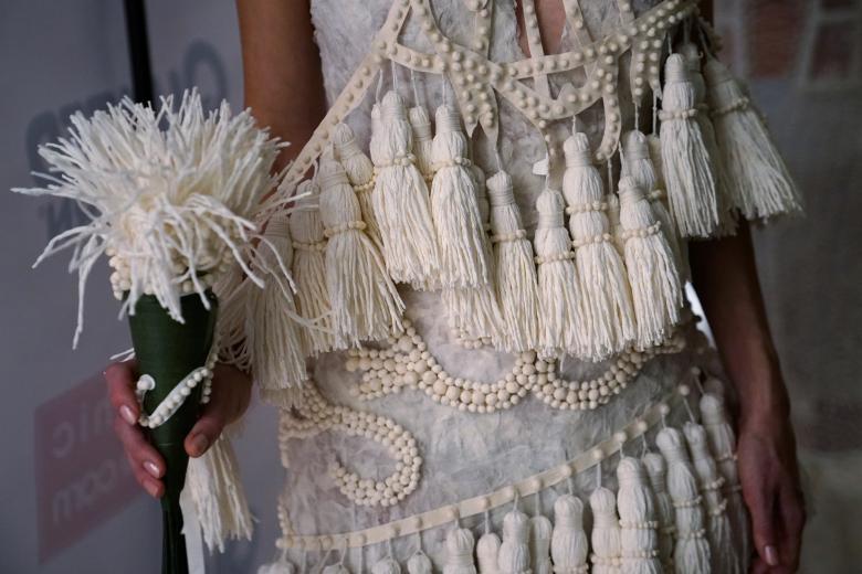 Váy cưới làm từ giấy vệ sinh gây sửng sốt vì quá đẹp quá sang - 3
