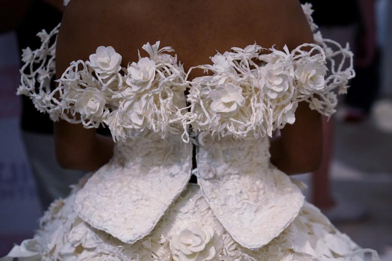 Váy cưới làm từ giấy vệ sinh gây sửng sốt vì quá đẹp quá sang - 6