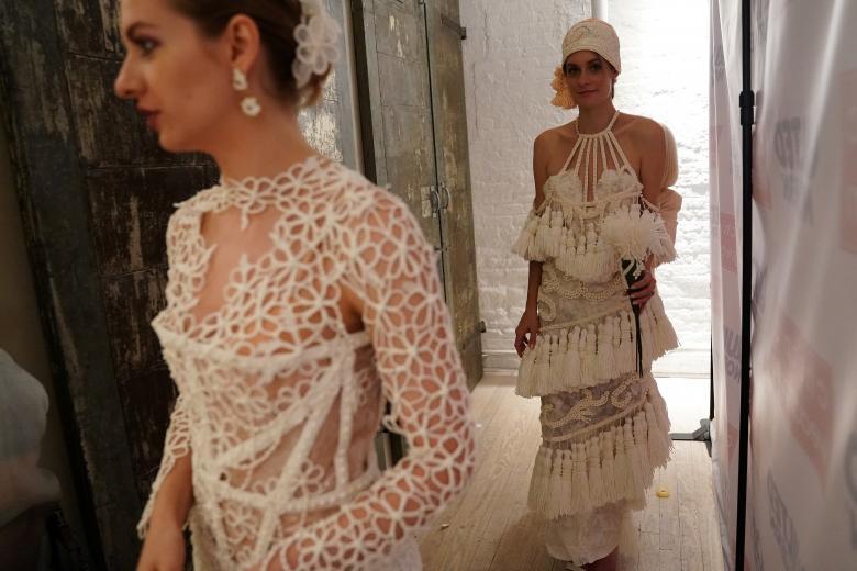 Váy cưới làm từ giấy vệ sinh gây sửng sốt vì quá đẹp quá sang - 7