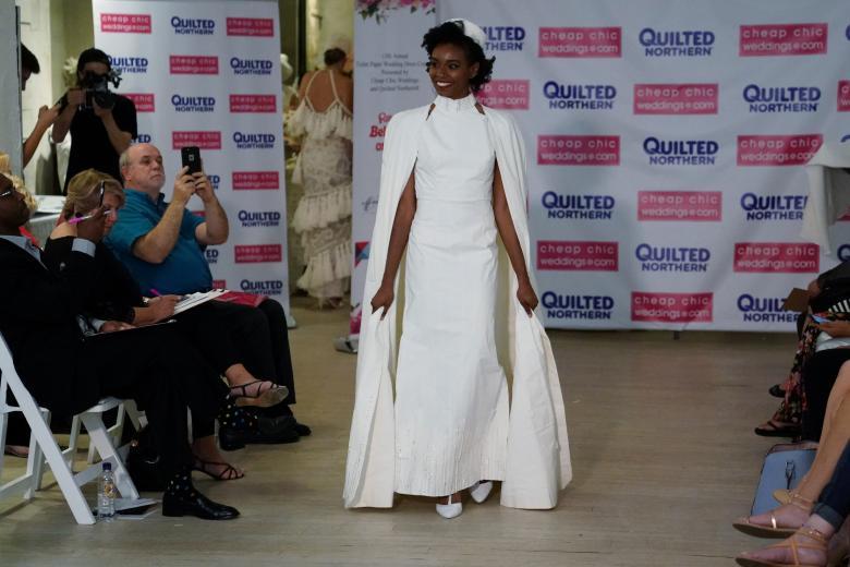 Váy cưới làm từ giấy vệ sinh gây sửng sốt vì quá đẹp quá sang - 13