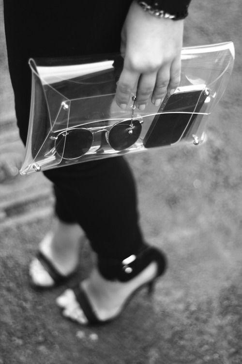 Vừa cá tính vừa kích thích ánh nhìn với mốt thời trang nhựa trong suốt kì dị - 6