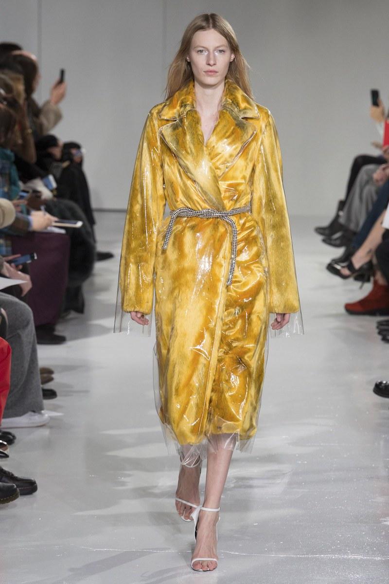 Vừa cá tính vừa kích thích ánh nhìn với mốt thời trang nhựa trong suốt kì dị - 7
