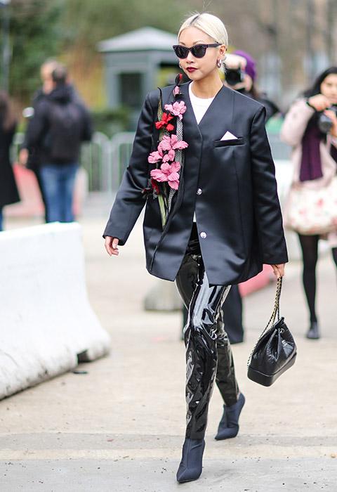 Vừa cá tính vừa kích thích ánh nhìn với mốt thời trang nhựa trong suốt kì dị - 9