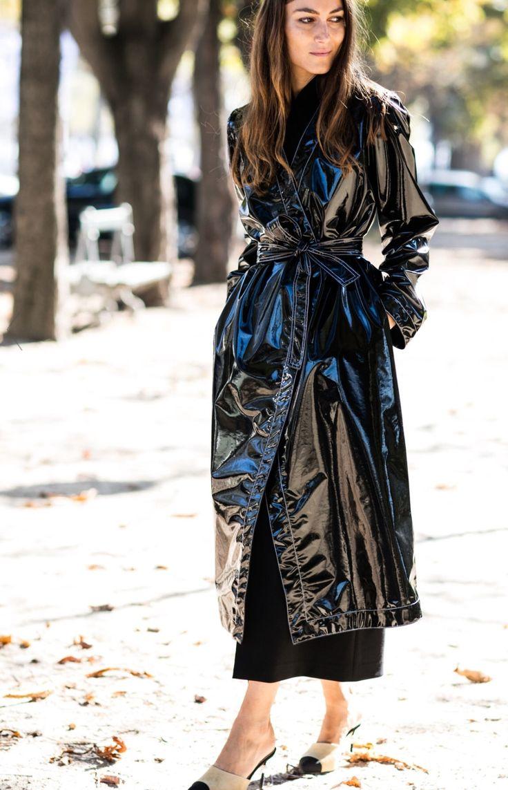 Vừa cá tính vừa kích thích ánh nhìn với mốt thời trang nhựa trong suốt kì dị - 13