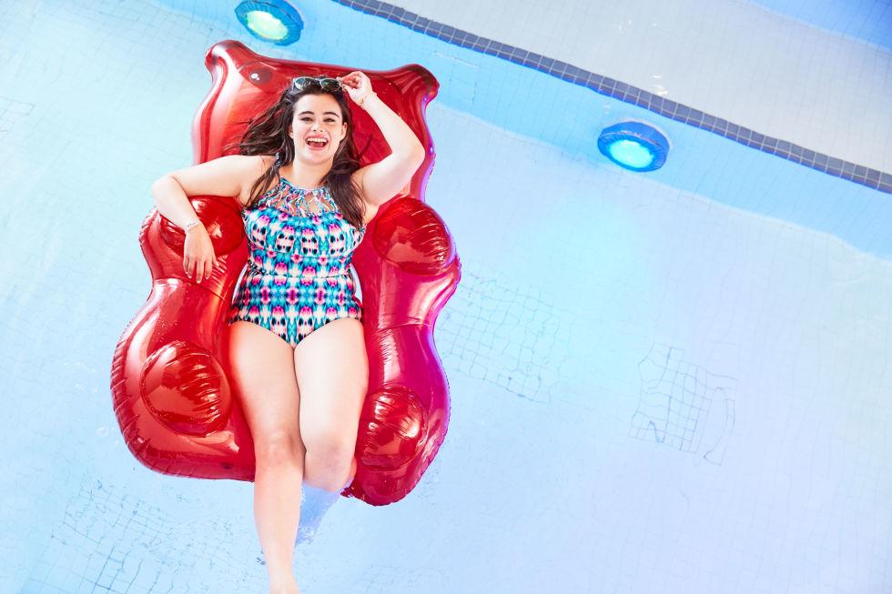 Mẫu béo ngấn mỡ tự tin gợi cảm với bikini - 5