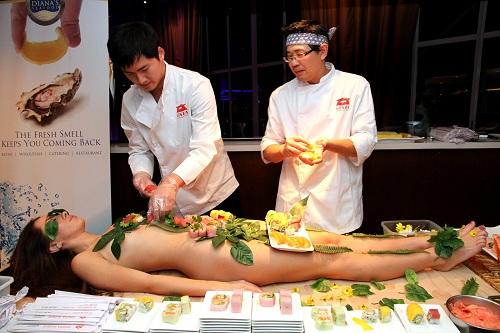 Nyotaimori - nghệ thuật sushi trên cơ thể trinh nữ - 2