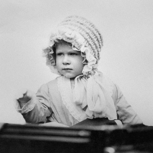Thời trang từ thơ ấu tới lúc bạc đầu của nữ hoàng anh - 1