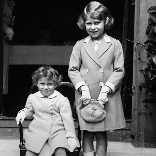 Thời trang từ thơ ấu tới lúc bạc đầu của nữ hoàng anh - 4
