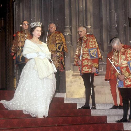Thời trang từ thơ ấu tới lúc bạc đầu của nữ hoàng anh - 14