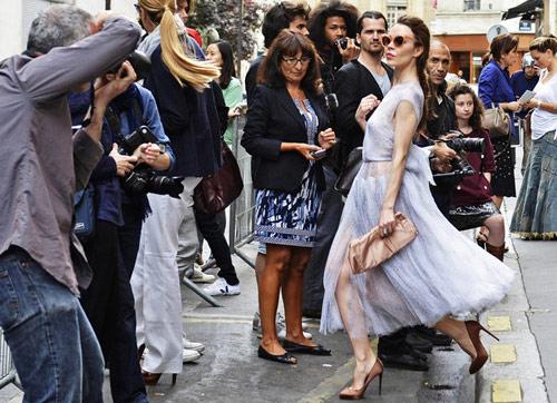 Sự giống nhau bất ngờ giữa hà hồ và tín đồ thời trang nga - 16