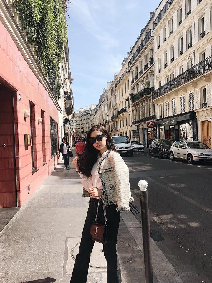Chỉ một chiếc áo mà hoa hậu đỗ mỹ linh tài tình diện từ cannes qua tới paris - 9