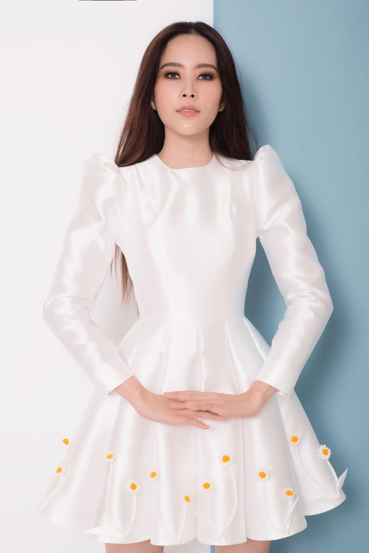 Hậu scandals tình ái nam em trở lại xinh đẹp ngọt ngào với loạt váy ấn tượng - 1