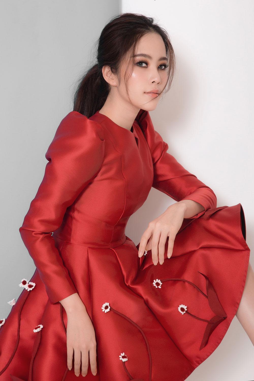 Hậu scandals tình ái nam em trở lại xinh đẹp ngọt ngào với loạt váy ấn tượng - 5