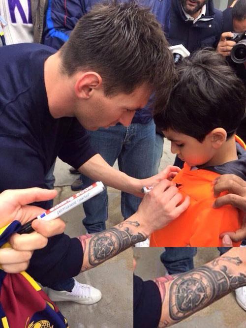 Messi khoe hình xăm mới trước trận siêu kinh điển - 1