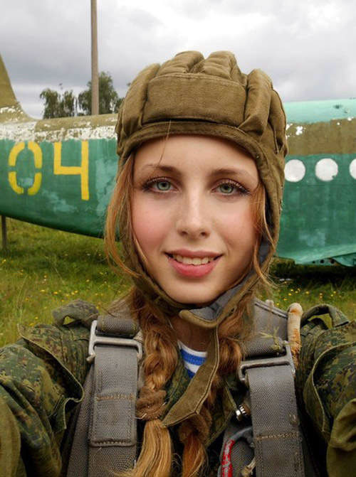 Ngỡ ngàng trước vẻ đẹp mê hoặc của nữ lính dù nga - 5
