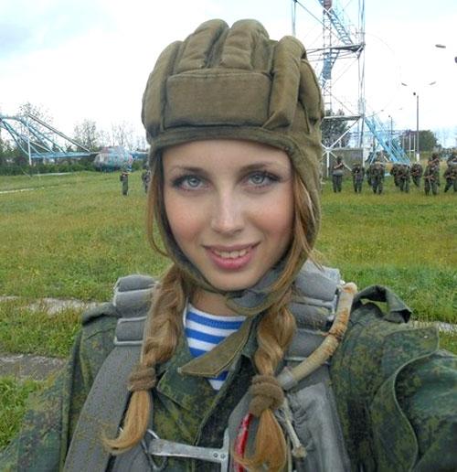 Ngỡ ngàng trước vẻ đẹp mê hoặc của nữ lính dù nga - 6