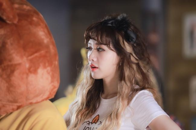 bóc giá thời trang bình dân của hari won trong mv mới nhất - 1