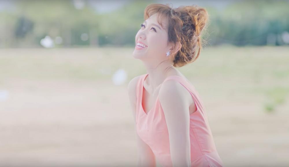 bóc giá thời trang bình dân của hari won trong mv mới nhất - 5