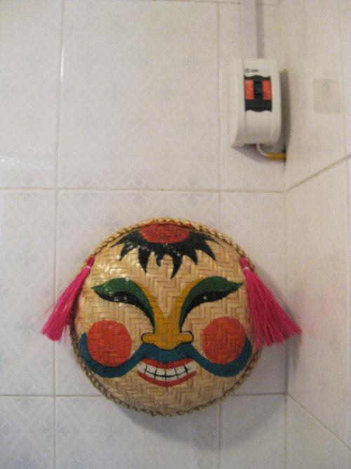 Chàng úc choáng với nhà vệ sinh kiểu việt nam - 9
